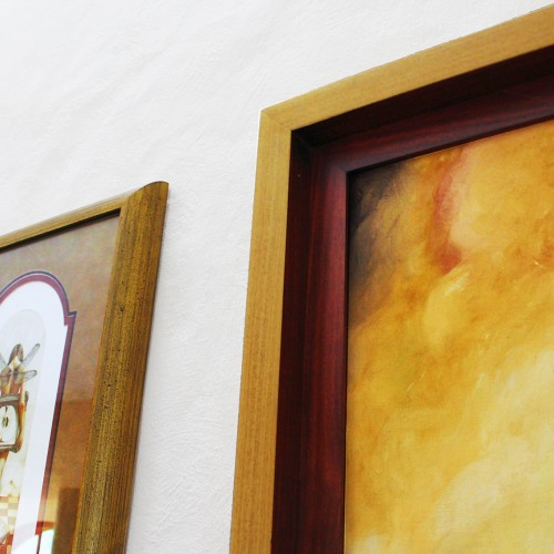 <span>Cuadros en contexto</span>: Enmarcados de las pinturas elaborado por nosotros.<br>Venta de las pinturas por Sala de Arte López Mestas.